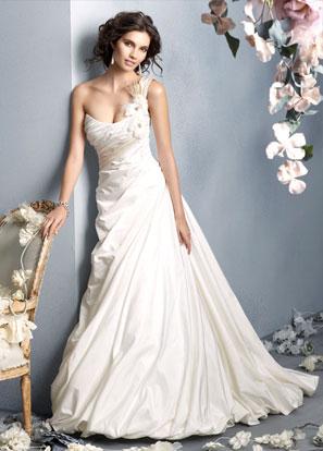 Блестящие пряди свадебной прически