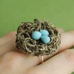Для обручального кольца оно, конечно, не годится, ты всегда можешь использовать его, как оригинальный свадебный аксессуар!