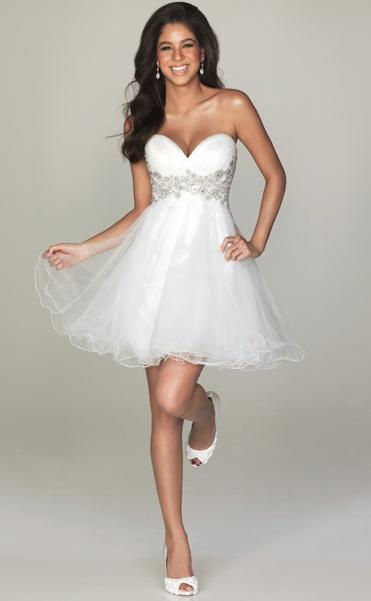 Близится твоя летняя свадьба, и ты точно знаешь, что в коротком свадебном платье просто очаруешь всех! Портал Nashasvadba.net подобрал для тебя 9 самых