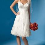 Изящное платье с открытым декольте в виде сердца
