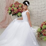 С цветочным декором юбки
