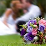 Букет из голубых и фиолетовых роз с оттенками розового