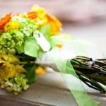 Свадебный букет с оранжевыми розами и зеленью