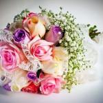 Свадебный букет с розами разных оттенков