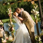 Свадебная церемония на живописной поляне