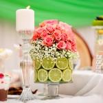 Украшение свадебного стола розами в лайме