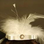 Оригинальная шляпка с перьями