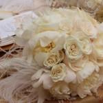Жемчужные розы и белоснежные перья