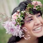 Полевые цветы в свадебной прическе