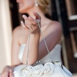 Украшения клатча невесты из роз