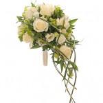 Каскадных букет из белых роз