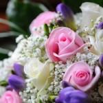 Розы разных оттенков в свадебном букете