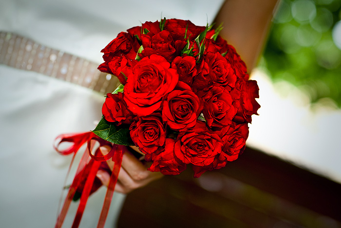 Составлять свадебные букеты из роз