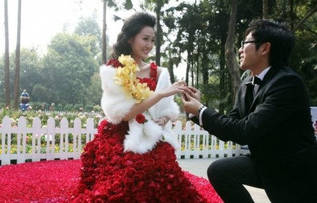Дизайнер подарил невесте букет желтых орхидей