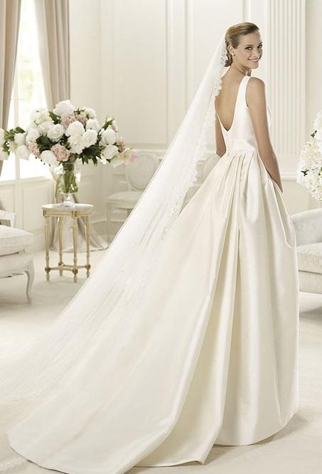 Испанский бренд Manuel Mota поразил невест своей шикарной коллекцией подвенечных платьев 2013. Вот уже 10 лет этот дизайнер радует молодоженов