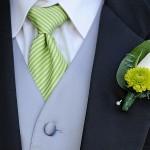 Бутоньерка с салатовым цветком
