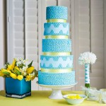 Торт, усыпанный голубыми жемчужинами