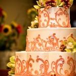 Классический орнамент украшенный цветами