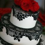 Стильный торт с узором черного цвета