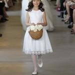 Жемчужное платье украшенное кружевами