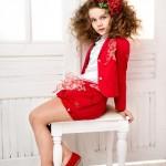 Прическа-начес с красным бантом