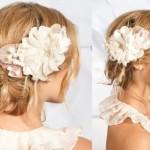 Бежевые цветы в свадебной прическе