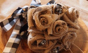 DIY_burlap_wedding_flower