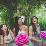 Малиновые букеты для подружек невесты