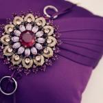 Пурпурная подушечка для обручальных колец