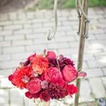 Красные цветы для декорирования свадьбы