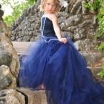 Девочка в синем платье