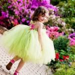Девочка в салатовом платье