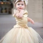 Девочка в кремовом платье