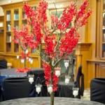 Свадебный декор из ярких цветочных деревьев