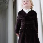 Малыш в черном пальто с белым платком