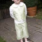 Салатовый костюмчик для малыша на свадьбу