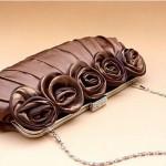 Клатч, украшенный бутонами роз