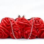 Клатч из красных бутонов роз