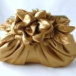 Золотистый клатч с цветком для невесты