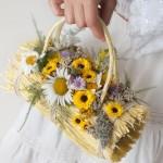 Сумочка невесты из соломы украшенная ромашками
