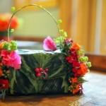 Сумочка невесты из листьев украшенная цветами