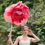 Миниатюрная невеста с огромным цветком