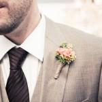 Свадебная бутоньерка с полевыми цветами