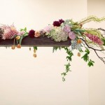 Цветы на подвесной полочке