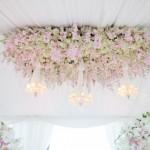 Подвесные украшения из розовых цветов