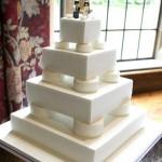 Белый свадебный торт в стиле лего