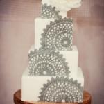 Белый свадебный торт с кружевным декором