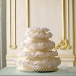 Свадебный торт декорированный кружевами