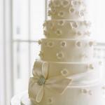 Свадебный торт с цветочным декором