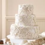 Свадебный торт с орнаментом из цветов
